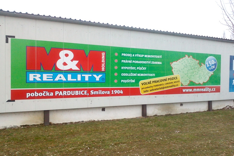 Reklamní plachty a bannery - M&M Reality.